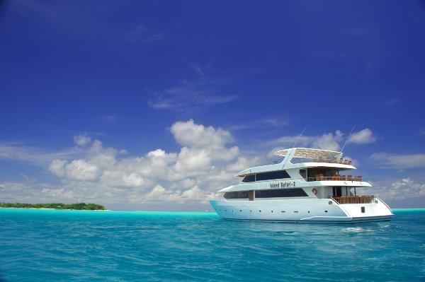 Серф-тур на яхте по Мальдивским островам